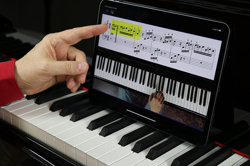 Klavier-lernen-online-Tablet